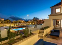 帕拉西奧格沃納多酒店 - 里斯本 - 游泳池