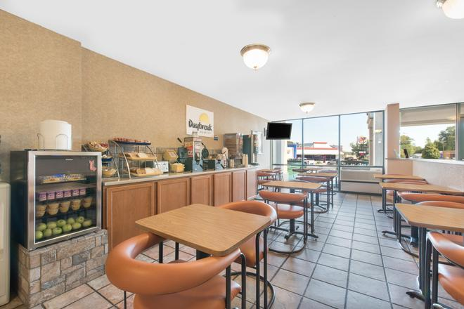 Days Inn by Wyndham West Rapid City - Rapid City - Dining room
