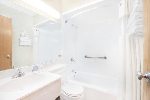 Days Inn by Wyndham West Rapid City - Thành phố Rapid - Phòng tắm