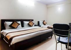Hotel Charan Pahari - New Delhi - Bedroom