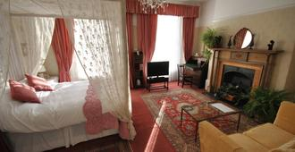 Churchill Guest House - Dover - Bedroom