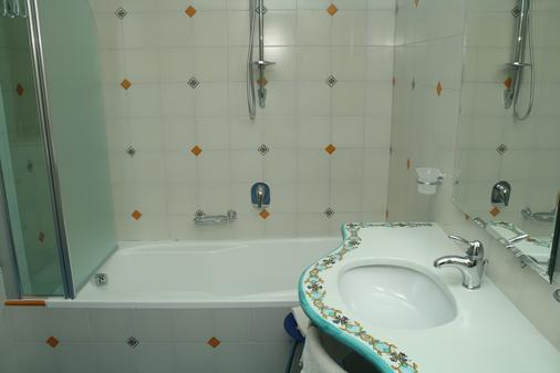 麥格酒店 - 卡薩米喬拉特爾梅 - 卡薩米喬拉泰爾梅 - 浴室