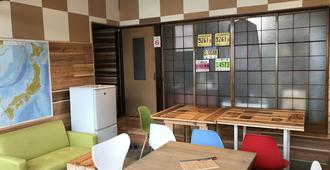 Guesthouse Daruma - Hostel - Takayama - Sala de estar