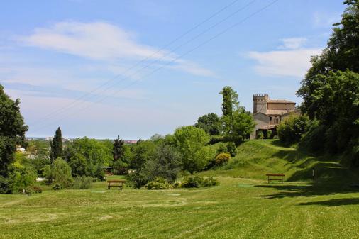 Castello Montegiove - Fano - Golfplatz