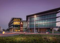 DoubleTree by Hilton Hotel Newcastle International Airport - Newcastle upon Tyne - Building
