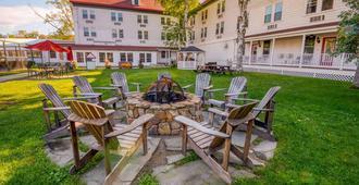 Eastern Slope Inn Resort - נורת' קונווי - פטיו
