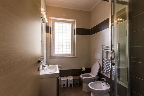 Guest House Roma Express - Ladispoli - Bathroom