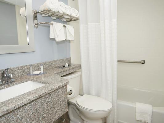 Falmouth Inn - Falmouth - Bathroom
