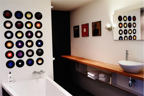 Volkshotel - Amsterdam - Bathroom