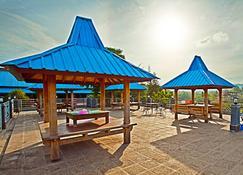 Hotel Sinar Tambolaka - Kasangalarabaru - Außenansicht