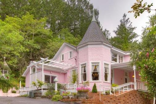 The Pink Mansion - Calistoga - Rakennus