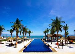 Sunrise Premium Resort Hoi An - Хой - Бассейн