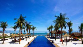 Sunrise Premium Resort Hoi An - Hoi An - Uima-allas