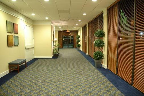 Howard Johnson Atlanta Airport - College Park - Hallway