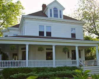 Fordham House - Greenport - Building