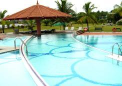 Le Méridien Kochi - Kochi - Bể bơi