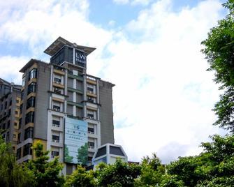 Living Water Hotel - Jiaoxi - Building
