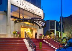 Grand Hotel & Suites - Toronto - Rakennus