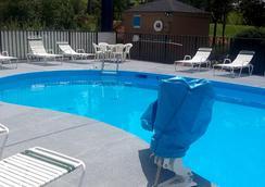 Fairbridge Inn Express - Villa Rica - Pool