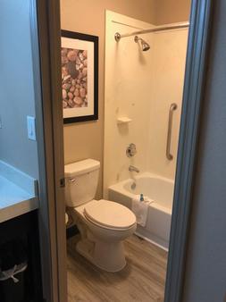 Fairbridge Inn Express - Villa Rica - Bathroom