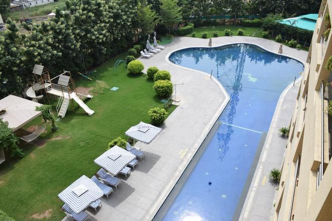 聖勞倫精神度假村 - Shirdi - 游泳池