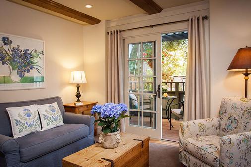 Carmel Country Inn - Carmel-by-the-Sea - Living room