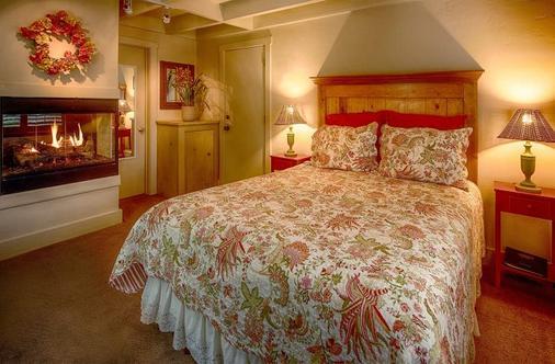 Carmel Country Inn - Carmel-by-the-Sea - Bedroom