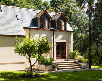 Little Red Rooster Rest and Spa - Tenby - Building