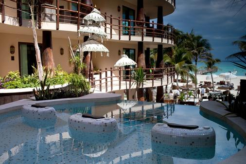 El Taj Oceanfront & Beachside Condo Hotel - Playa del Carmen - Pool