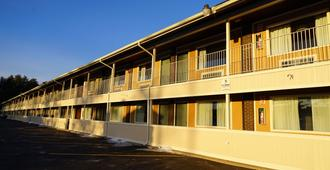 Americas Best Value Inn Plattsburgh - Plattsburgh - Building