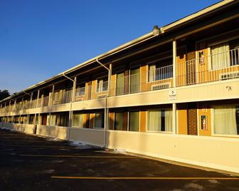 Americas Best Value Inn Plattsburgh - Платтсбург - Building