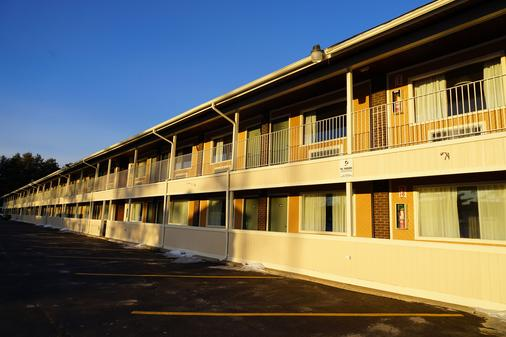 Americas Best Value Inn Plattsburgh - Plattsburgh - Κτίριο