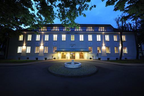 Hotel Der Lindenhof - Gotha - Building
