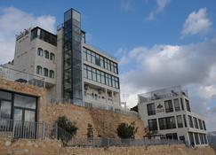 Sindyan Resort - Salt - Building