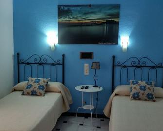 Hostal San Sebastián - Альмуньекар - Спальня