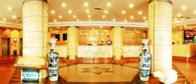 Qingdao Huaneng Hotel - Qingdao - Front desk