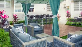 Beds n' Drinks Hostel - Miami Beach - Outdoors view