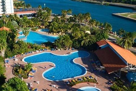 格蘭卡里貝普塔雷娜卡勒塔海灘酒店 - Varadero - 游泳池