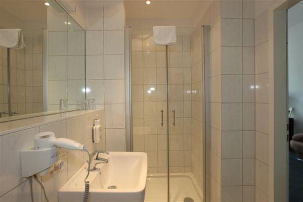 Metropolitan Hotel Berlin - Berliini - Kylpyhuone