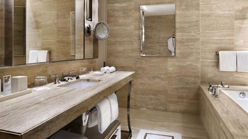 The St. Regis Bal Harbour Resort - Bal Harbour - Bathroom