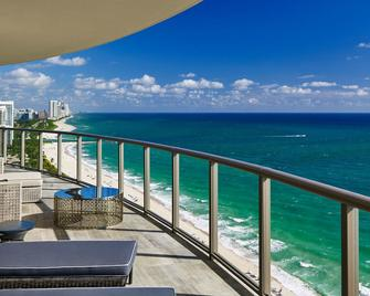 The St. Regis Bal Harbour Resort - Bal Harbour - Bedroom