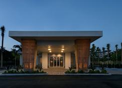Postcard Inn Beach Resort & Marina - Islamorada - Building