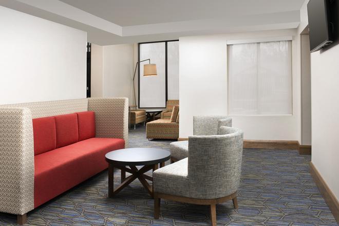Holiday Inn Express & Suites College Park-University Area - College Park - Recepción