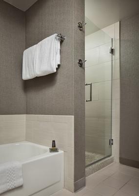 Chicago Marriott Suites Deerfield - Deerfield - Bathroom