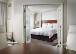 Chicago Marriott Suites Deerfield - Deerfield - Bedroom