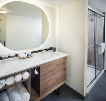 The Laylow, Autograph Collection - Honolulu - Bathroom