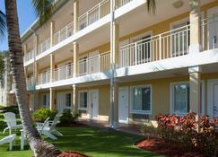 Sunshine Suites Resort - West Bay - Budynek