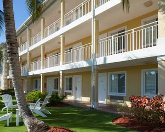 Sunshine Suites Resort - West Bay - Edificio