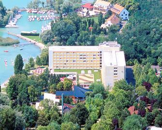 Hotel Club Tihany - Tihany - Building
