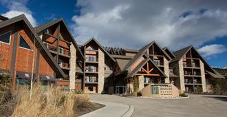 Grande Rockies Resort - Bellstar Hotels & Resorts - Canmore - Building
